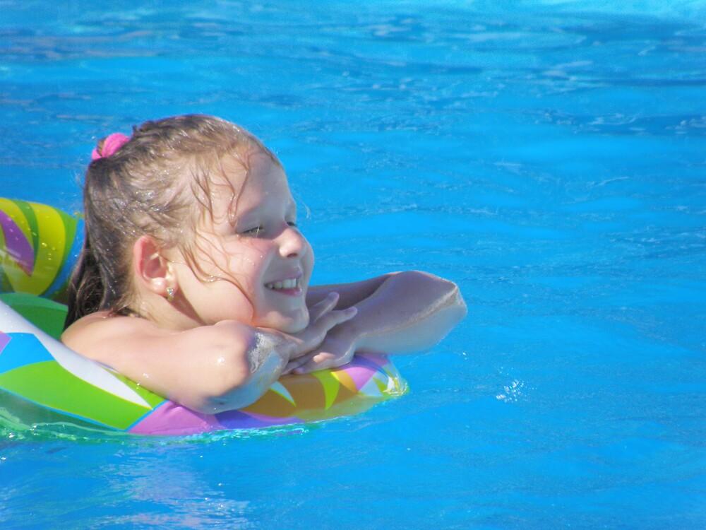 Pool little girl 8 by aquadrift