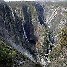Wollomombi Gorge by Graeme  Hyde