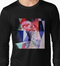 Japanese geishas with umbrellas in colorful abstract style T-Shirt