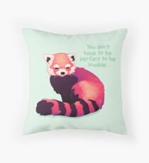 """""""Sie müssen nicht perfekt sein, um liebenswert zu sein"""" Roter Panda Kissen"""