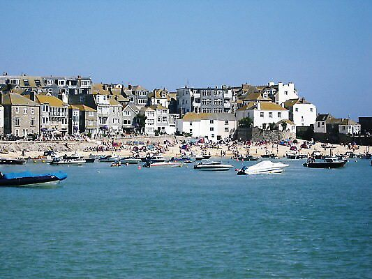 St Ives Harbour by julianne