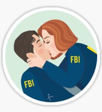 Mulder and Scully Kiss - The X-Files Sticker