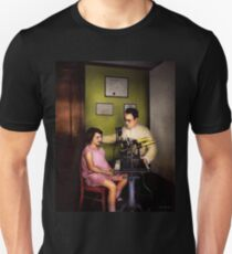 Optometrist - The eye exam 1929 T-Shirt
