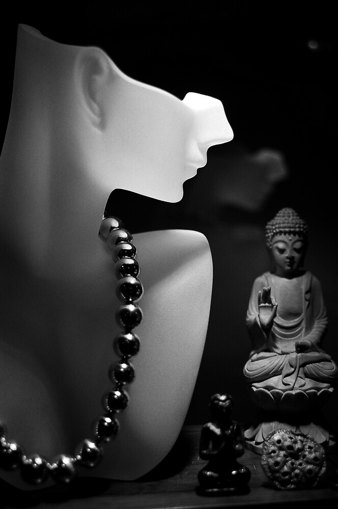 Looking at Buddha by richardseah