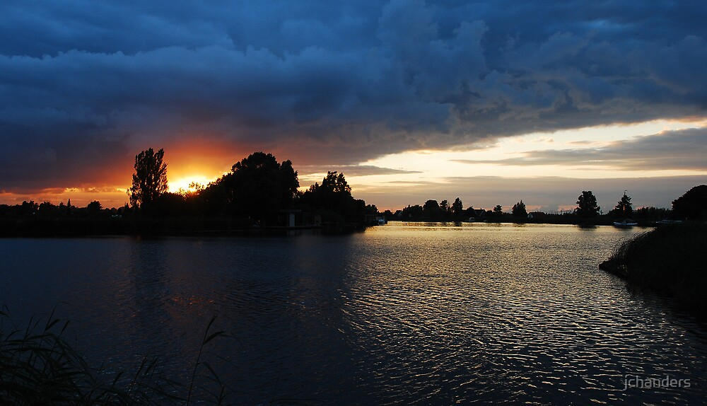 A cloudy evening at the River Vecht by jchanders