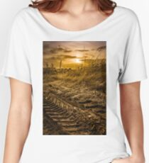 Wide angle field during sunset Women's Relaxed Fit T-Shirt