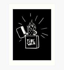 Feuerlauf Feuerzeug T-Shirt Das Leben ist seltsam Vor dem Sturm Chloe Preis T-Shirt Kunstdruck
