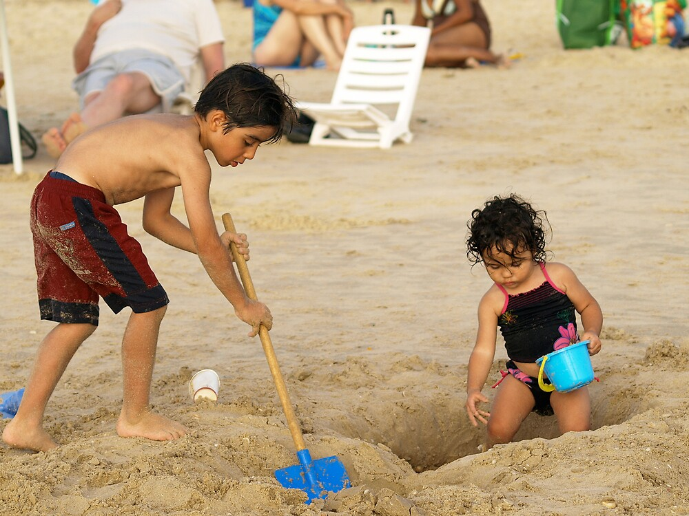 Digging in the sand by MichaelBr