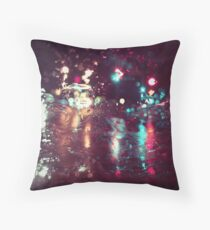 Traffic Light_Rainy Night Throw Pillow