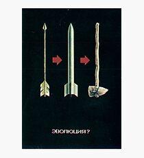"""""""Evolution?"""" / """"Evolyutsiya?"""" - Sowjetisches Anti-Atomkriegs-Propagandaplakat Fotodruck"""