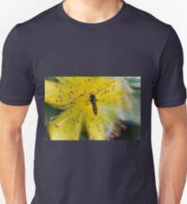 bee on buttercup T-Shirt