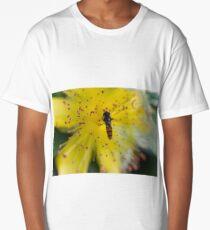 bee on buttercup Long T-Shirt