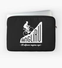 """Angliru climb """"El infierno empieza aquí"""" cycling Vuelta España Laptop Sleeve"""