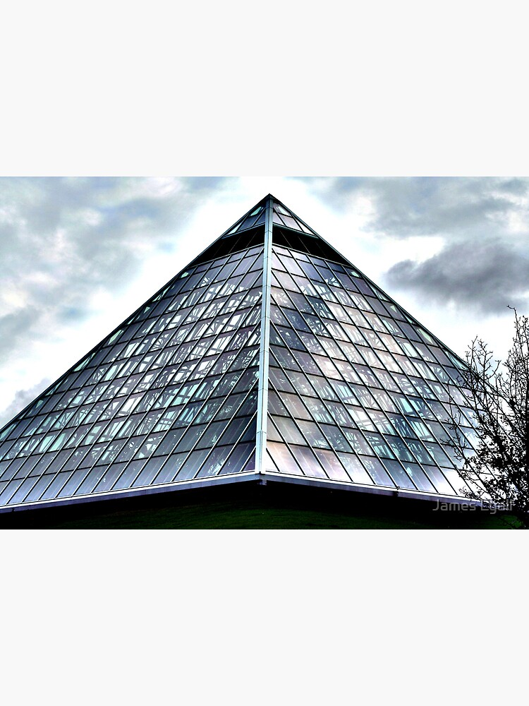 Alien Pyramid by corwin