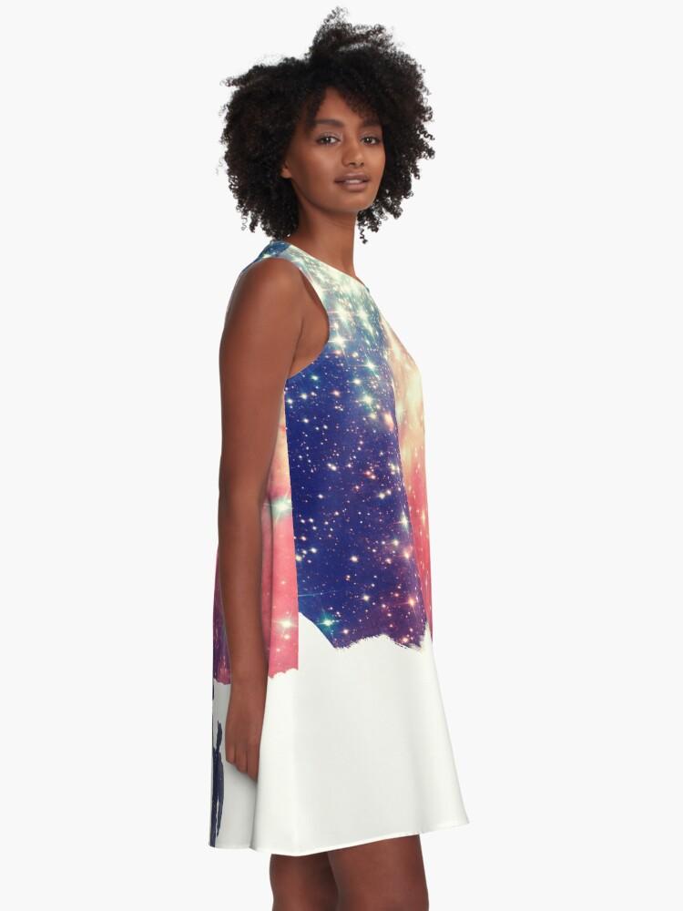Vista alternativa de Vestido acampanado Pintar el universo (arte espacial colorido y negativo)