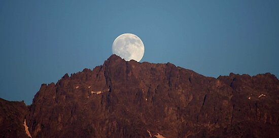 The moon on Belledonne (Alps) by Eric Tchijakoff