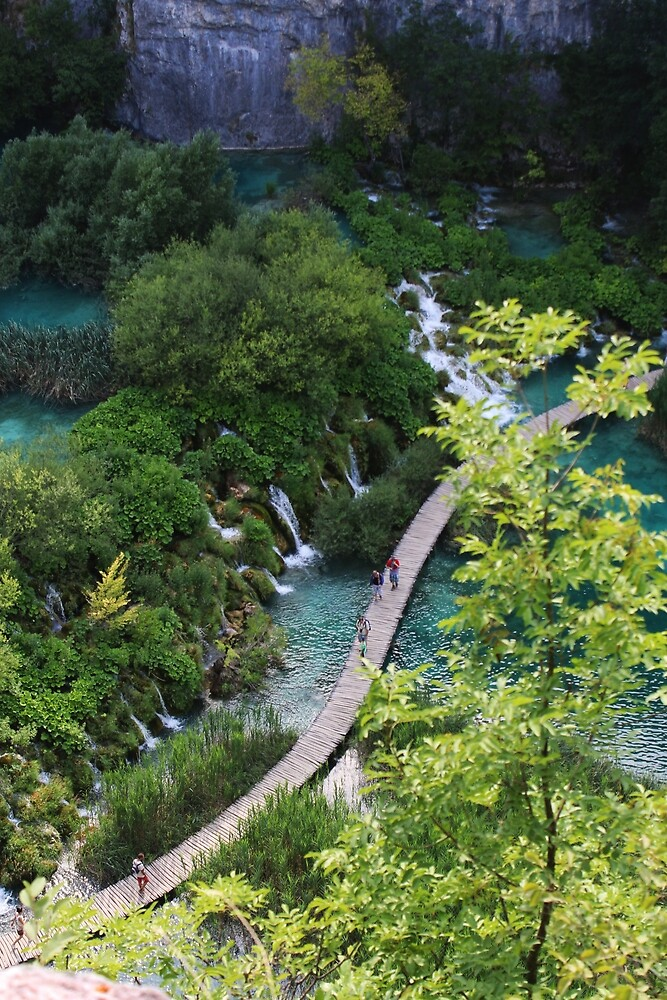 Waterfall and lake photographed in the Plitvice Lakes National and Natural Park in Zadar, Croatia by unatrotamundos