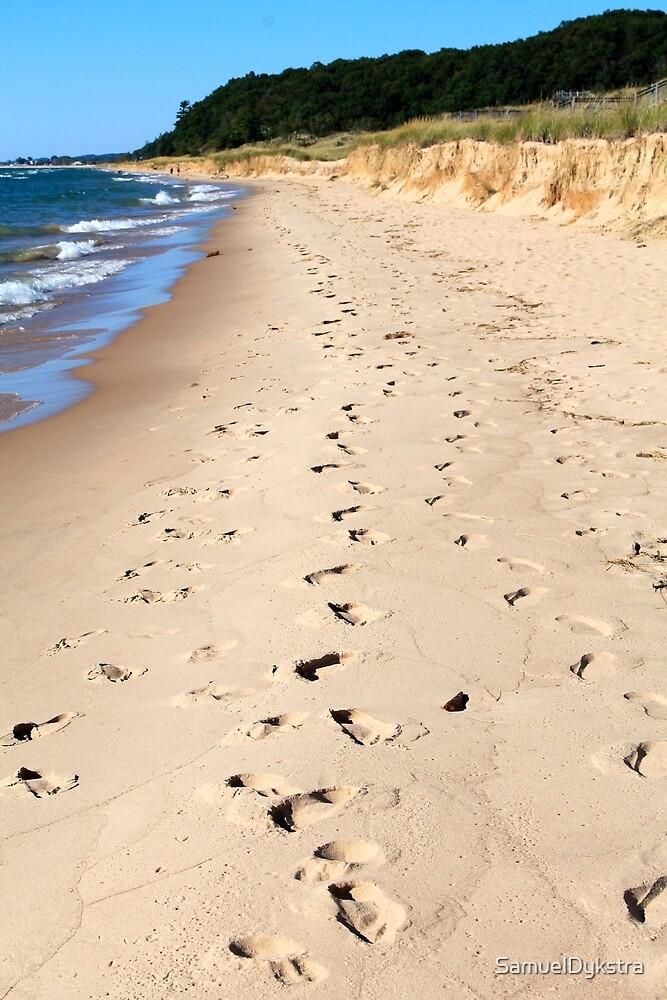 Footprints In The Sand by SamuelDykstra