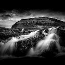 « Faroes Waterfall » par Philippe Sainte-Laudy