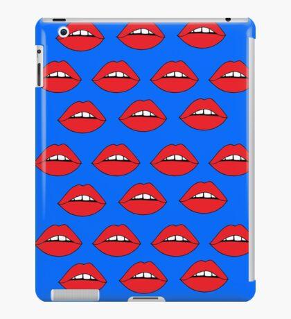 Rote Lippen auf Blau iPad-Hülle & Klebefolie