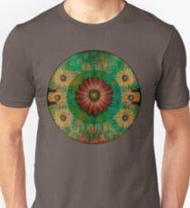 """""""Daisy Woman (Red Daisy, pattern)"""" T-Shirt"""