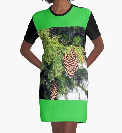 On The Threshold of Winter - Sunlit Pine Cones  T-Shirt Kleid