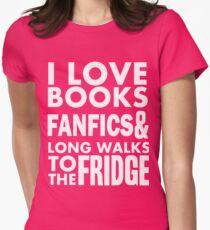 I love books, fanfics and long walks to the fridge! T-Shirt