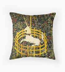 HD The Unicorn in Captivity  (1494 aprox) Throw Pillow