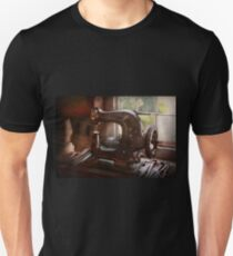 Sewing Machine - Leather - Saddle Sewer T-Shirt