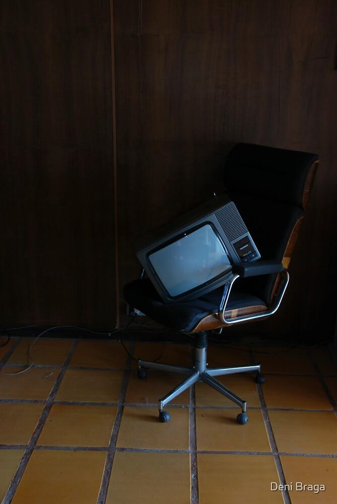 No colo da mídia velha by Deni Braga