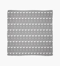 Weingläser auf Grau Tuch