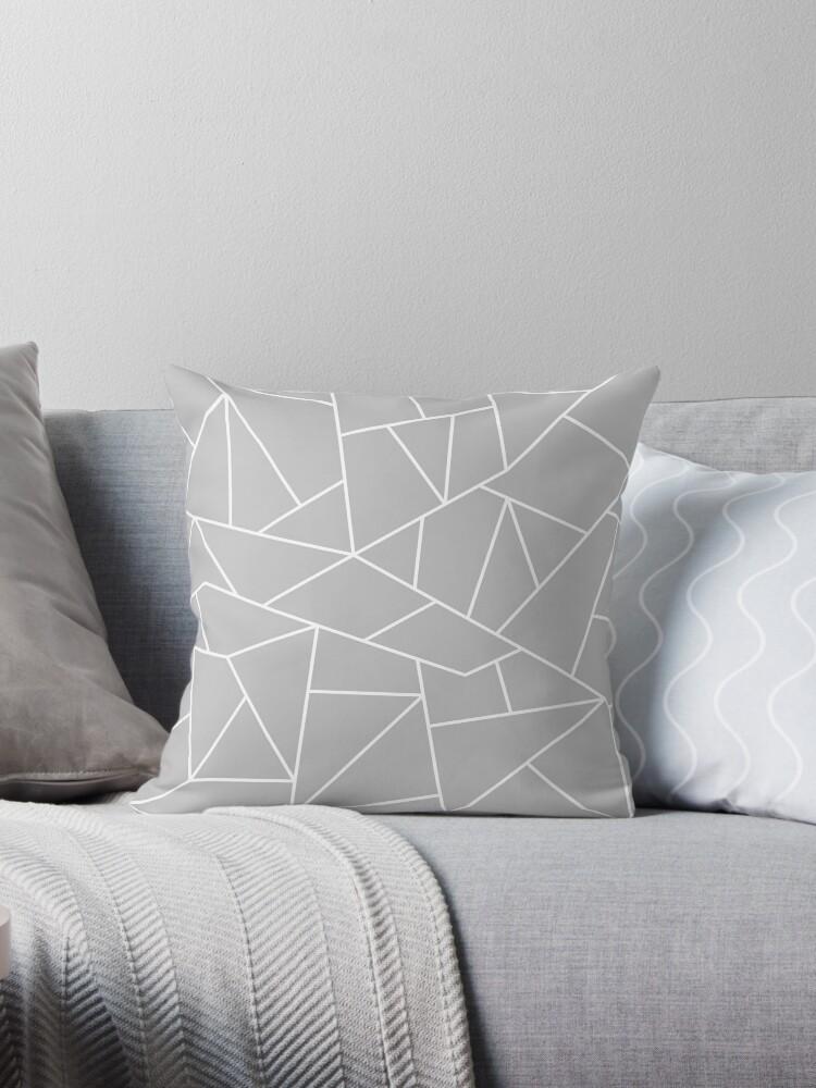 Weiße Mosaiklinien auf Silbergrau von rewstudio