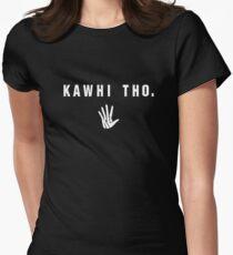 Kawhi Tho (Weiße Schrift) Tailliertes T-Shirt