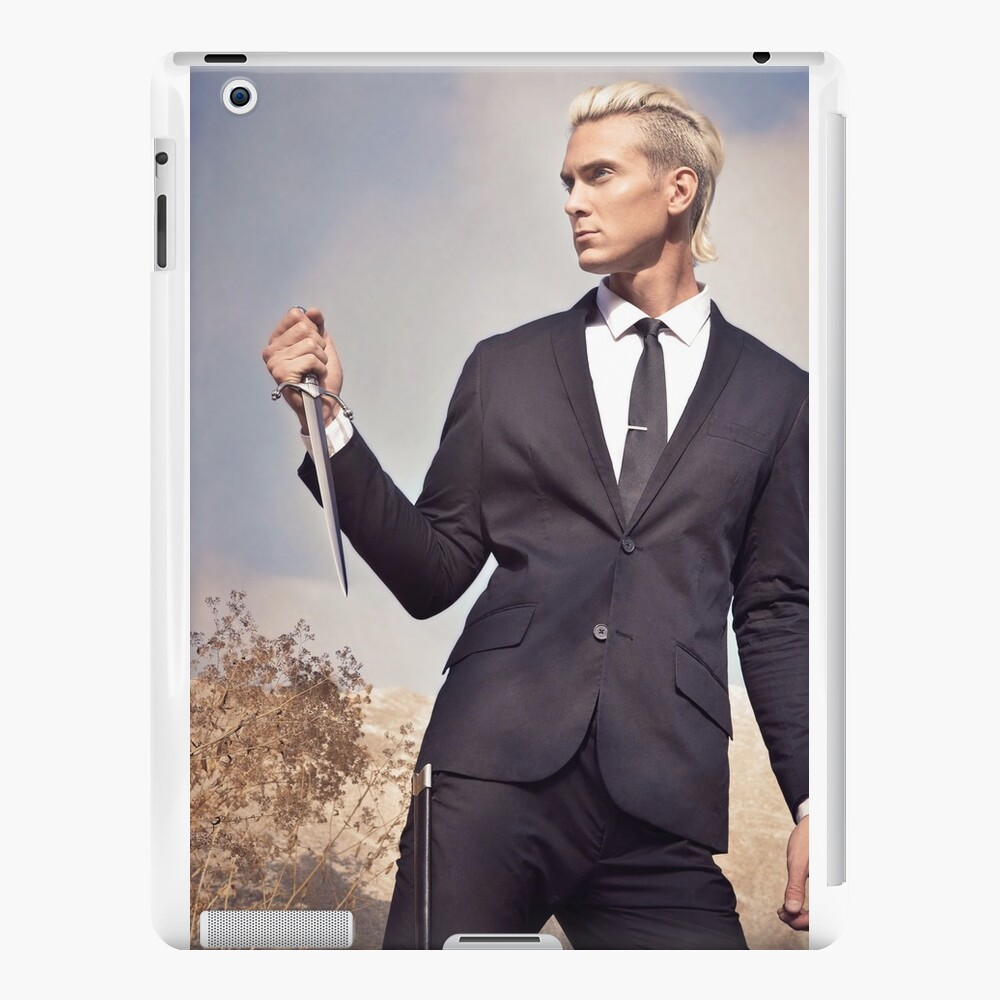Travis Fights Giants 3 iPad Cases & Skins