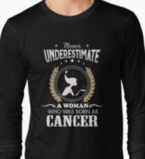 Never underestimate a woman who was born as Cancer T-shirt T-Shirt