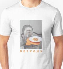 Nervöses Abendessen mit White Dog Slim Fit T-Shirt