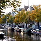 A touch of autumn at the Keizersgracht at Amsterdam by jchanders