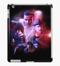 Fremde Dinge - Filmplakat-Collage iPad-Hülle & Klebefolie