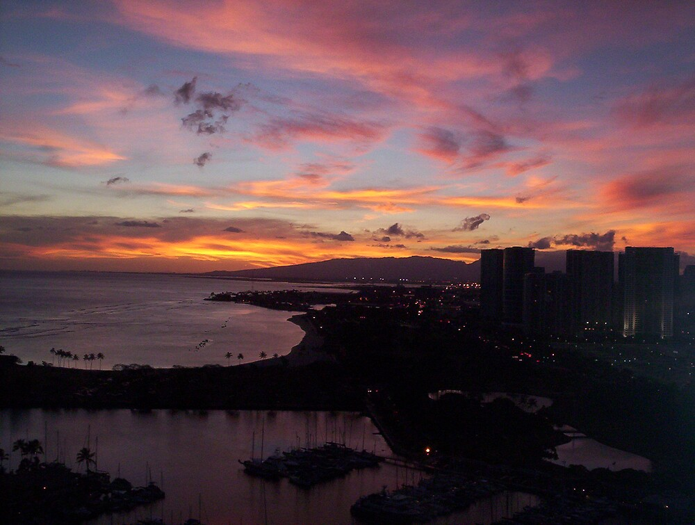 Honolulu Sunset by Melanie Izzo