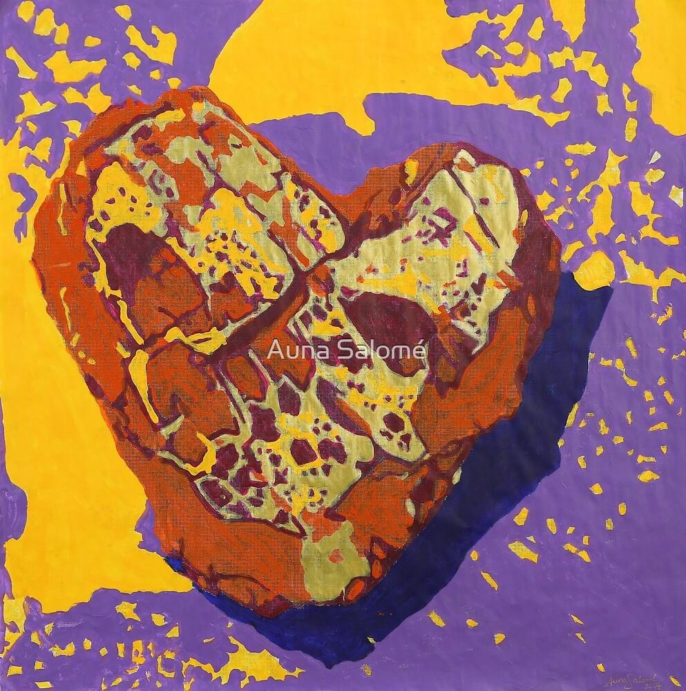 Kintsugi Golden Heart by Auna Salomé