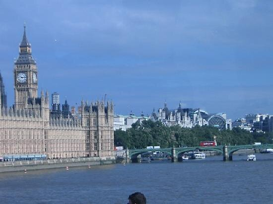 view of the Thames river, London by chord0