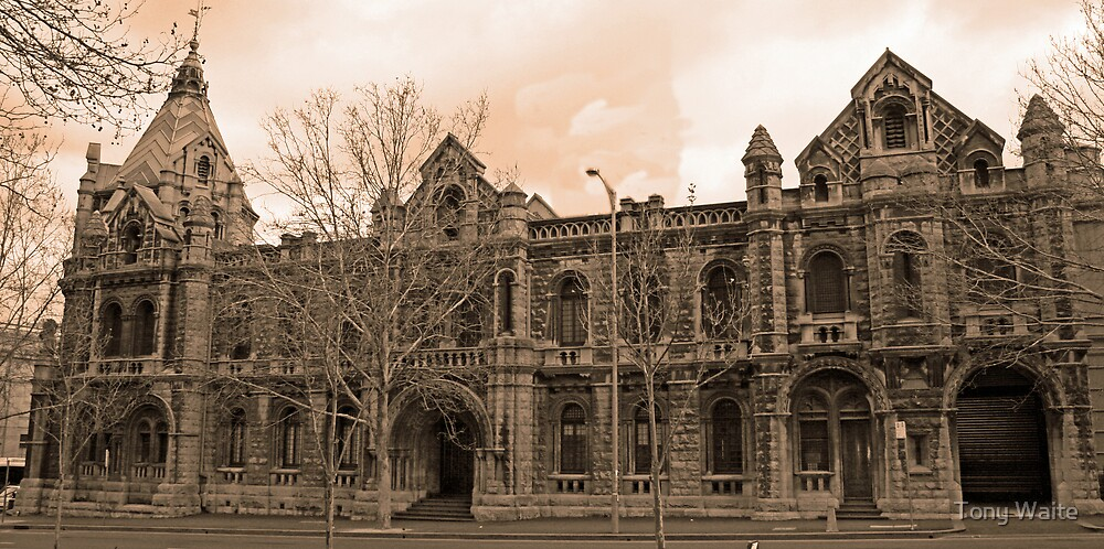 Old Melbourne Court House by Tony Waite