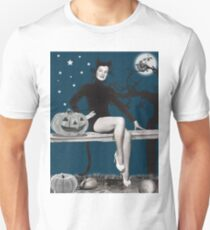 Pin up woman in Halloween black cat costume T-Shirt