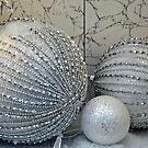 Glitter spheres by Arie Koene