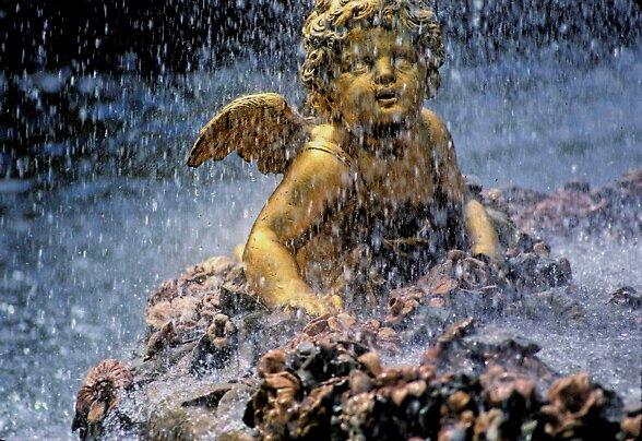 Angel  Fountain by yoshiaki nagashima