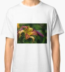 """Cobourg Fright Wig"" Daylily Classic T-Shirt"