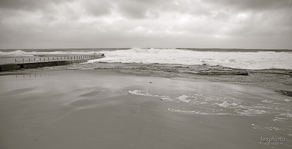 Stormy Water by lexphoto