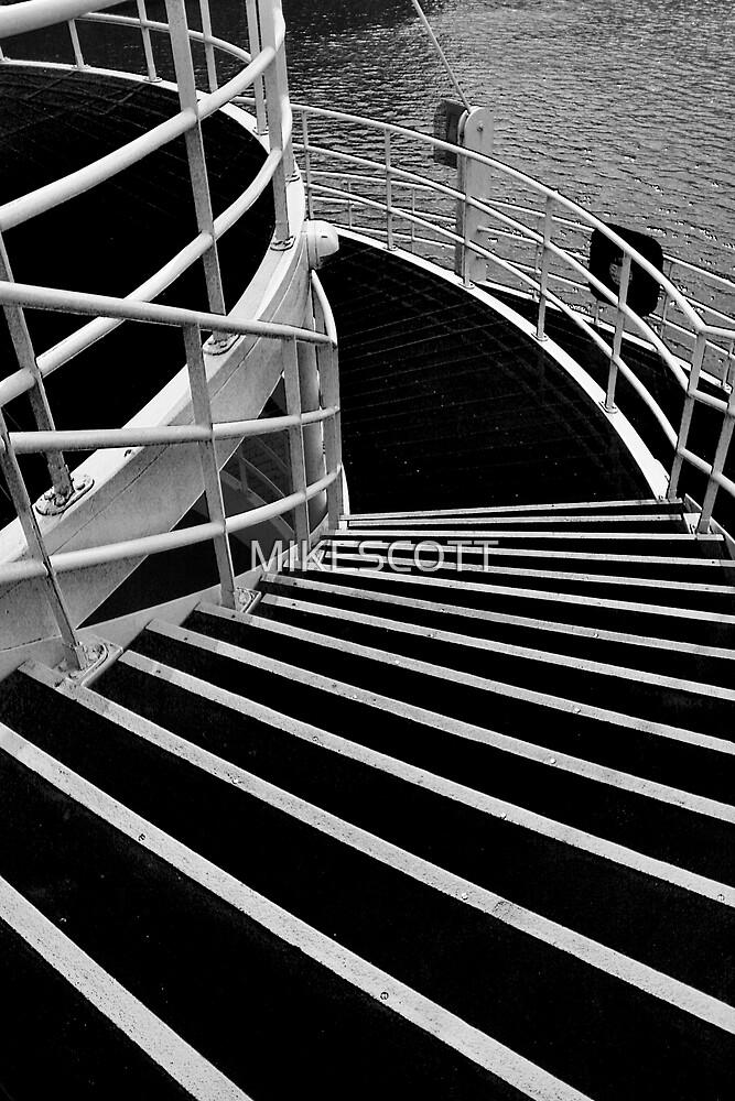 SALFORD QUAYS SWING BRIDGE by MIKESCOTT