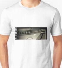 AKREALIK TABLE Unisex T-Shirt