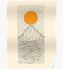 Póster El sol sobre las olas de la montaña